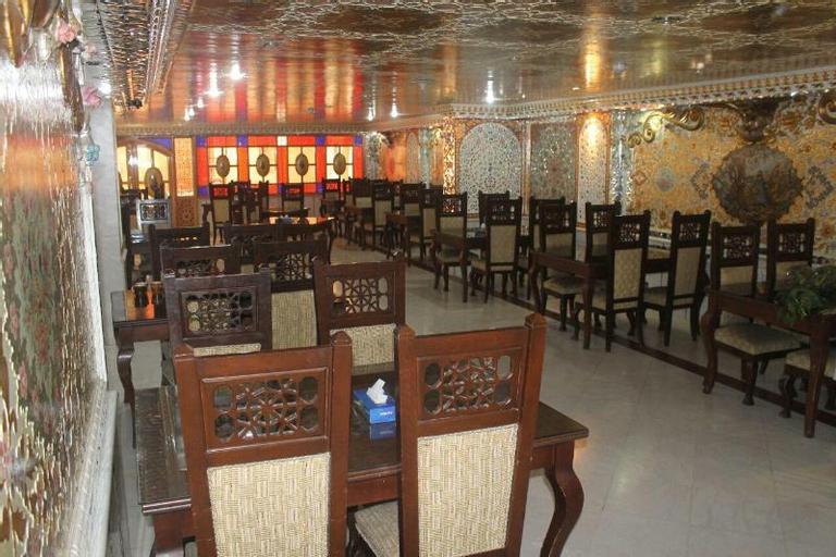 Safavi Hotel, Tiran and Karvan