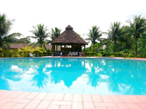 Cesar's Tropical Hotel, Chapare