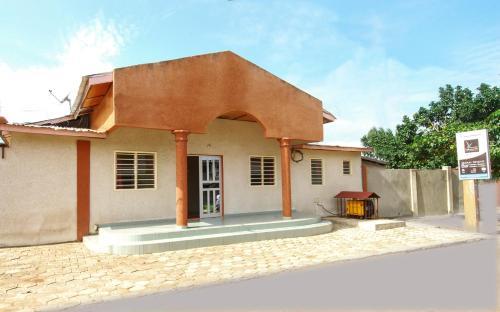 Motel Ayelawadje Male, Adjarra