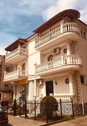 Guest House Stena, Kolonjës
