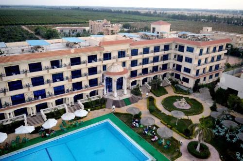 Green Desert Hotel, Unorganized in Al Buhayrah