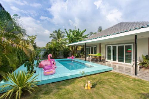 SECRET GARDEN 2019 POOL HOUSE, Bang Lamung
