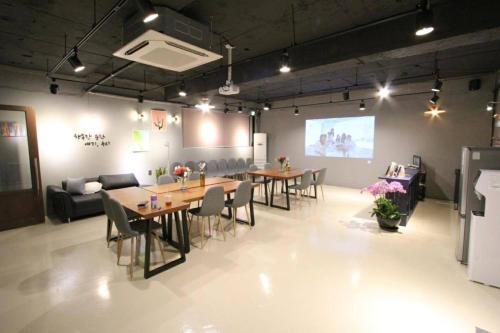 Sinsa Station 2 Minutes Private Room, Seongdong