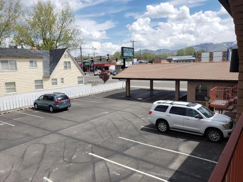 Pyrenees Motel, Humboldt