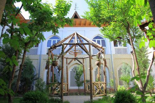 Adras House Hotel, Oxunboboev