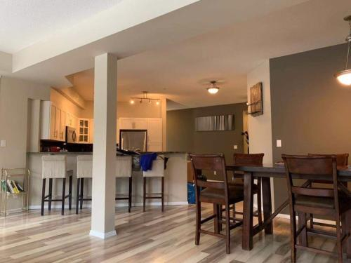 Mordern Apt 3BR 2BATH with King Bed Walk to Downtown, Division No. 11