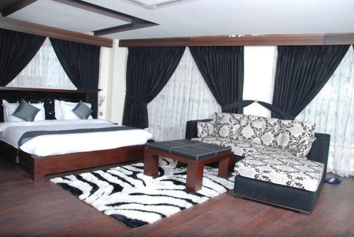 Aleena Hotel, Gujranwala