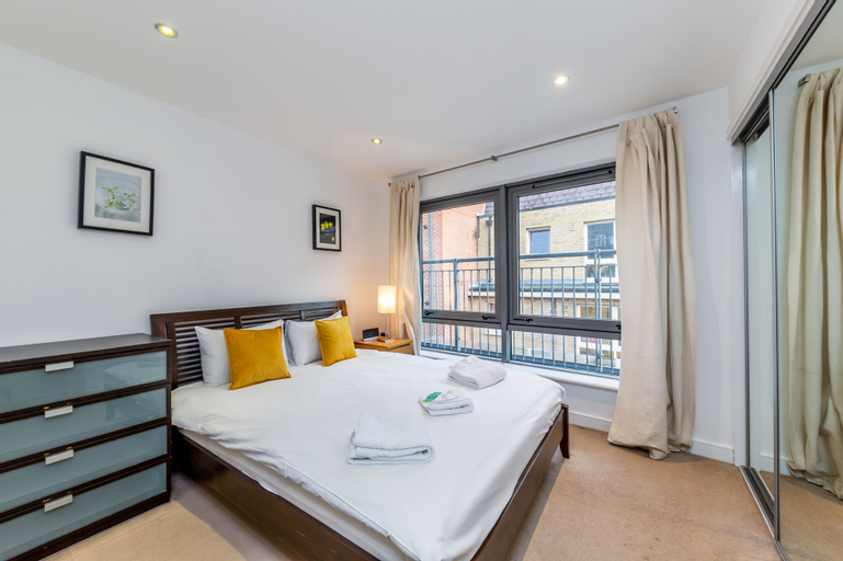 2 Bed Executive Apartment next to Liverpool Street FREE WIFI by City Stay London, London