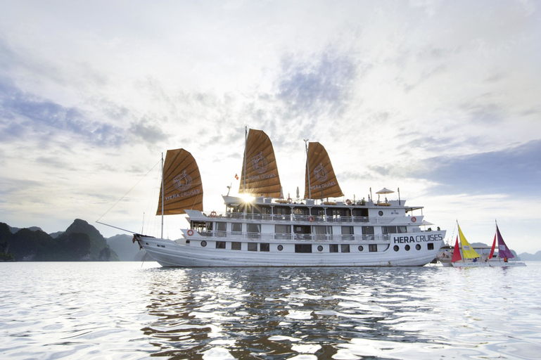 Hera Cruises, Hạ Long