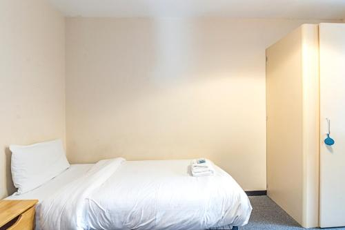 Multiple Bed Apartments, GOODWOOD ROAD - SK, London