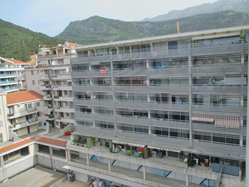Lukas Apartments,