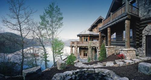 Forge Lake Lodge, Macon
