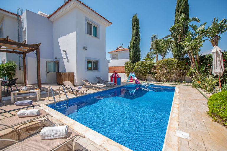 Yolanda Holiday Villa,