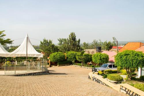 Hilltop Hotel, Kigulu