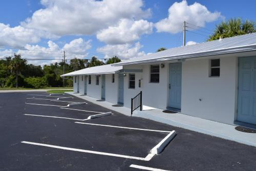 Landmark Motel, Martin