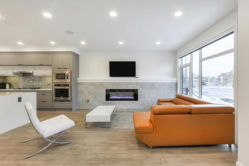 NEW LUXURY TOWNHOME (UNIT 25), Division No. 11
