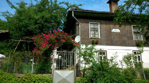 Вила Маришница, Apriltsi