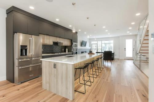 NEW LUXURY TOWNHOME (UNIT 29), Division No. 11