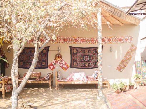 Guest House Ikathouse, Oxunboboev