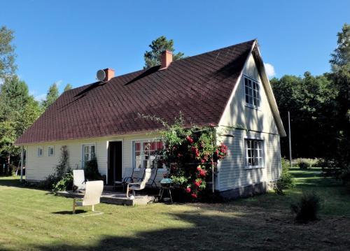 Neebri Cottage, Pühalepa