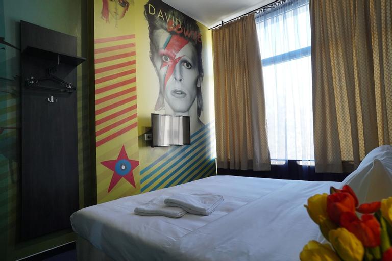 Hostel Log Inn,
