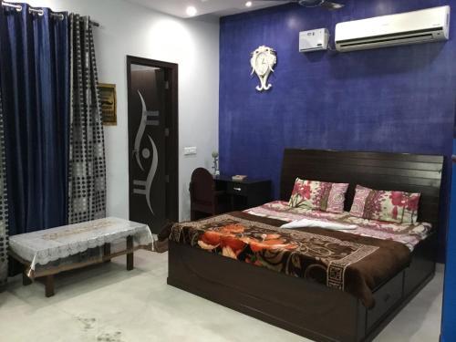 Flower 1Bedroom Neelam Ajronda Metro Faridabad, Faridabad