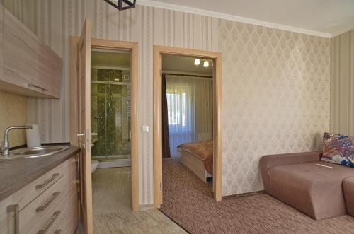 Апартаменти та номери у готелі Казимир, Iaremchans'ka