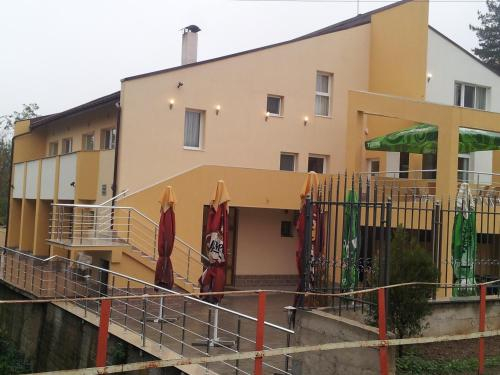 Hotel Kamenovi, Makresh