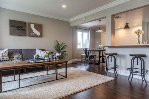 Remodeled Home - 1 block from LAX Airport -Beaches, Los Angeles