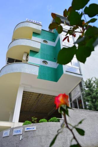 Hotel Latifi, Gramshit