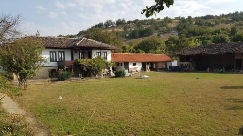 A Bulgarian Home, Dve Mogili