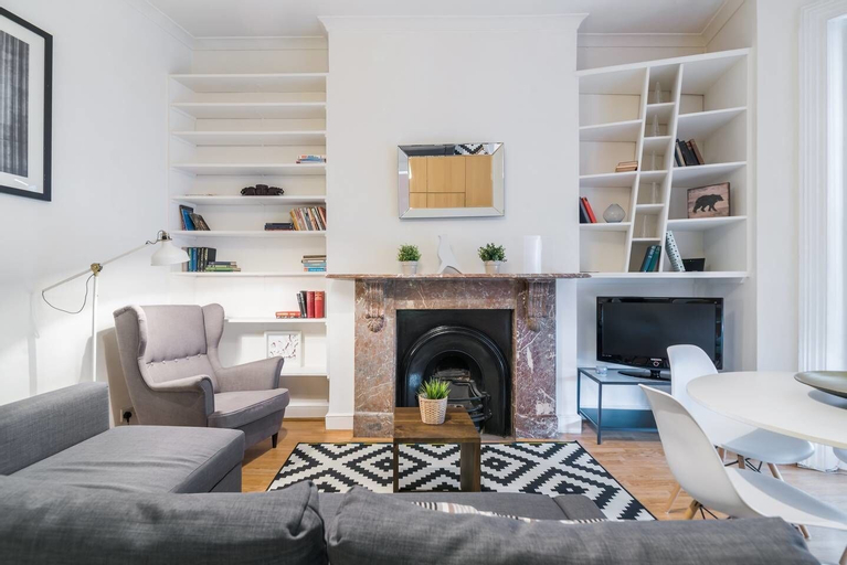 2 Bedroom Flat in West Kensington, London