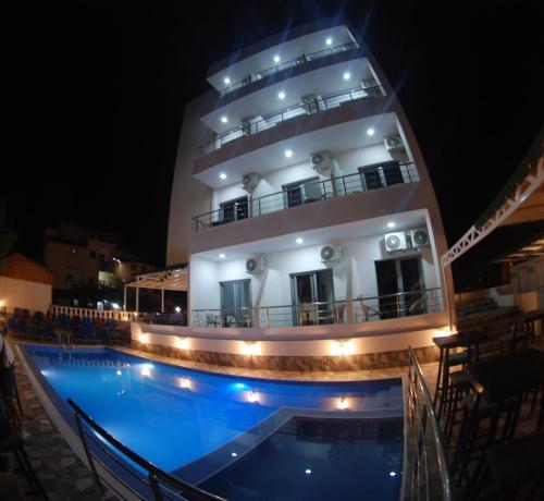 Hotel Piramida, Sarandës