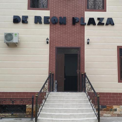 De Reon Plaza, Qibray