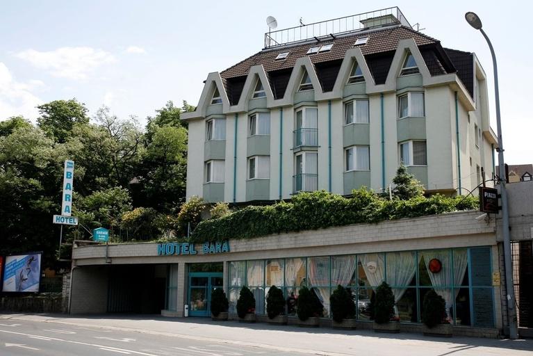 Hotel Bara, Budapesti
