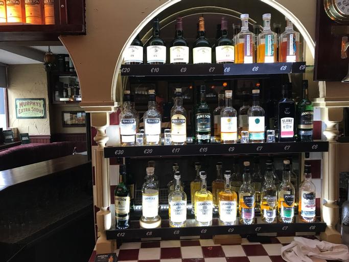 McCauls Bar & Guesthouse,
