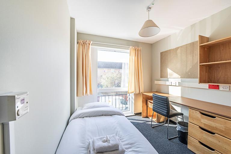 New Cross Gate 01 · Comfy Single Room Near Luxmore Gardens, London