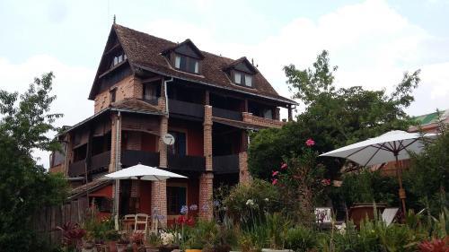 Hotel Anjara, Amoron'i mania