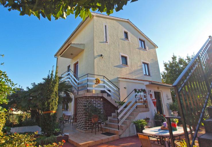 Apartments Jacqueline 1227, Premantura
