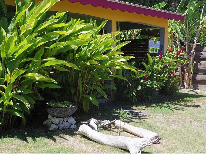 Bungalow With one Bedroom in Sainte-anne, With Pool Access, Enclosed G, Sainte-Anne