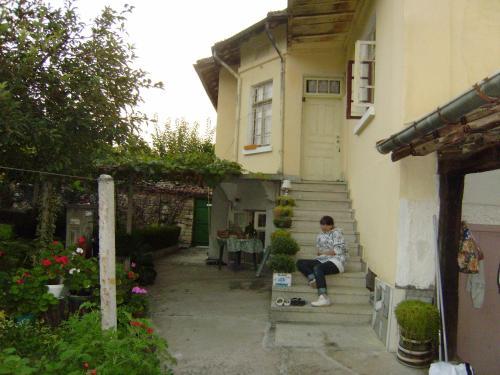 село чавдарци до крушунските водопади на разстояние 4 км или 2 пеша, Lovech