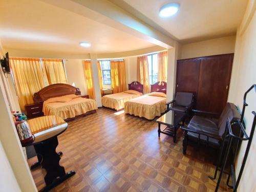 Hotel Bernal, Cercado