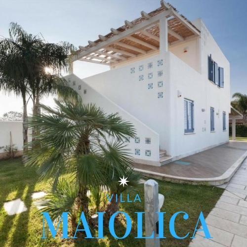Casa Maiolica, Brindisi