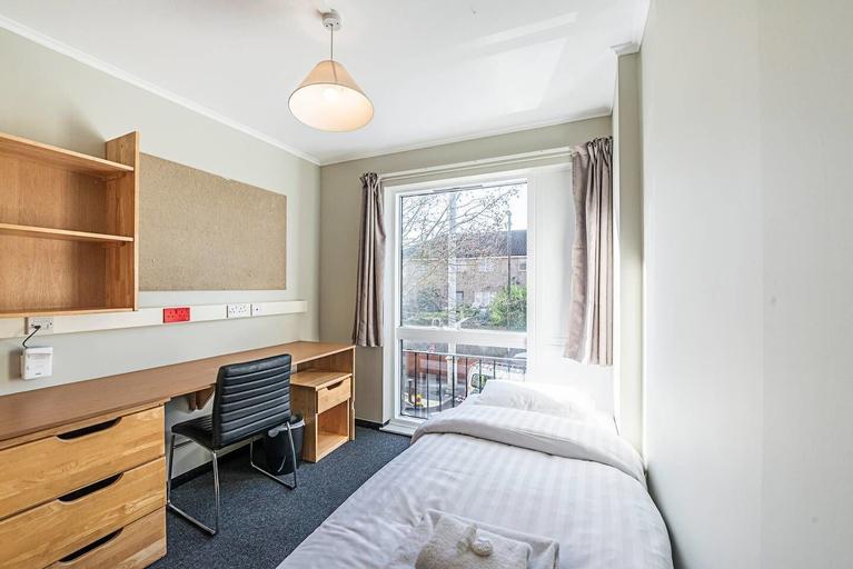 321 B · Great Single Room In New Cross Gate, London