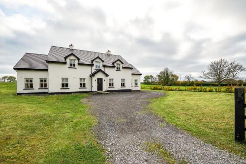 Modern 5BR Country Manor,