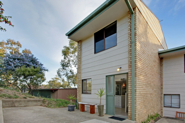 Lakeside Townhouse, Snowy River