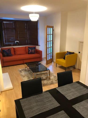 Luxurious Suite, London