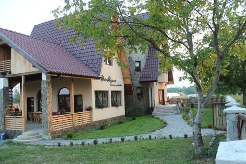 Casa Gorjeana, Pestisani