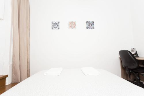 Cozy Guesthouse with Terrace, Lisboa
