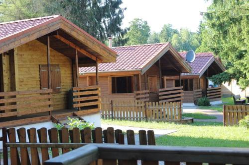 Domki nad jeziorem w Karlowicach, Lwówek Śląski